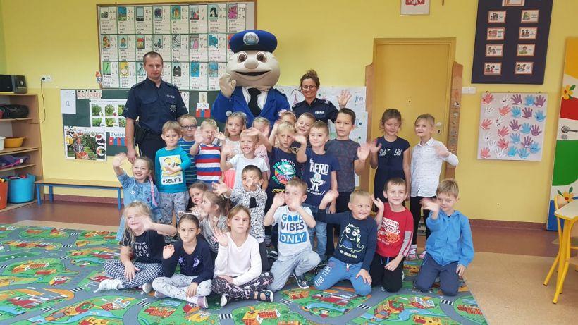 Dzielnicowi i sierżant Pyrek rozmawiali z dziećmi o bezpieczeństwie