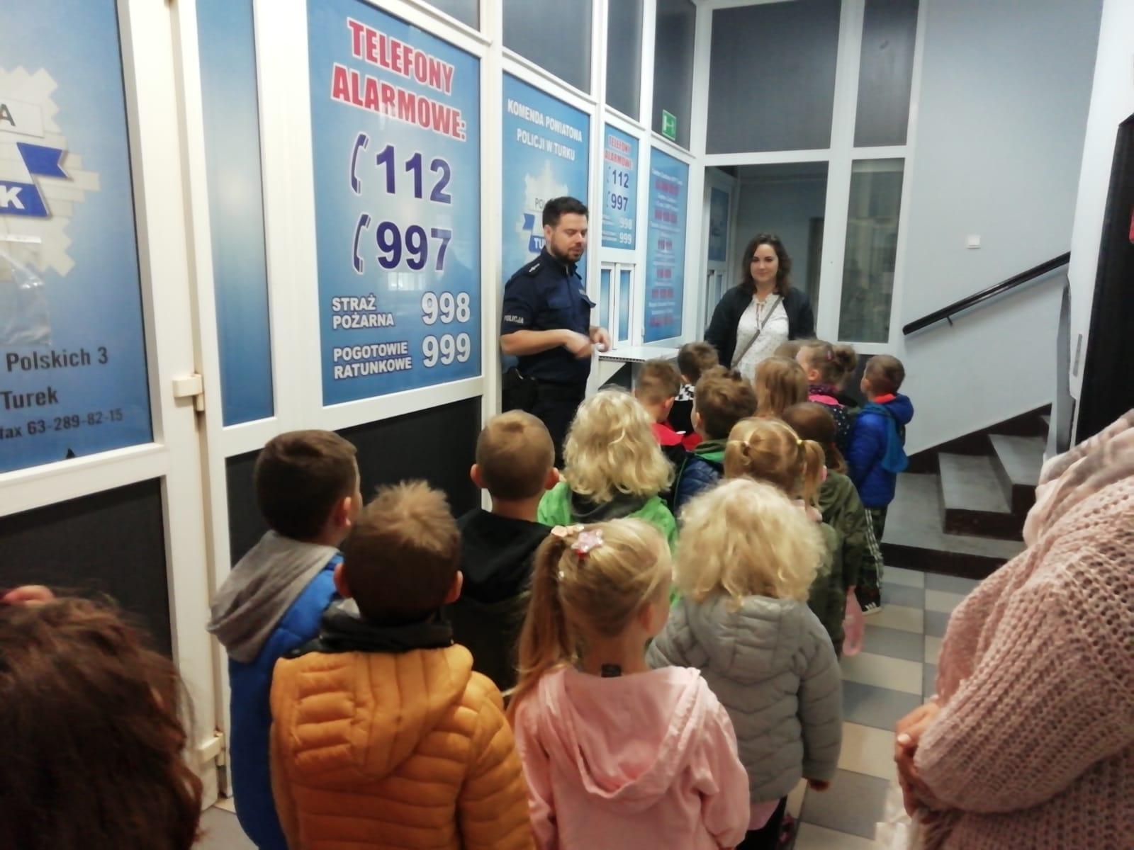 Przedszkolaki zwiedzały Komendę Policji w Turku