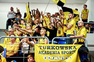 Uczniowie SP1 na sobotnim meczu siatkówki SKRY...