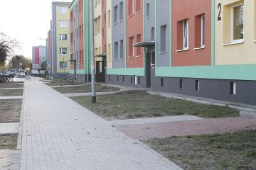 Nowy chodnik wzdłuż bloku przy ul. Wyszyńskiego
