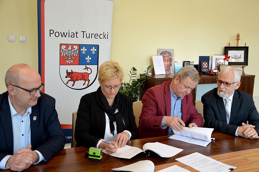 Powiat Turecki rozpoczyna inwestycję drogową z wykorzystaniem środków  Funduszu Dróg Samorządowych