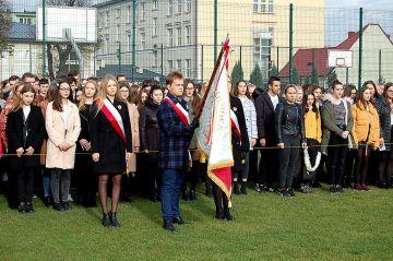 Wspólnie odśpiewali Mazurka Dąbrowskiego w LO w...