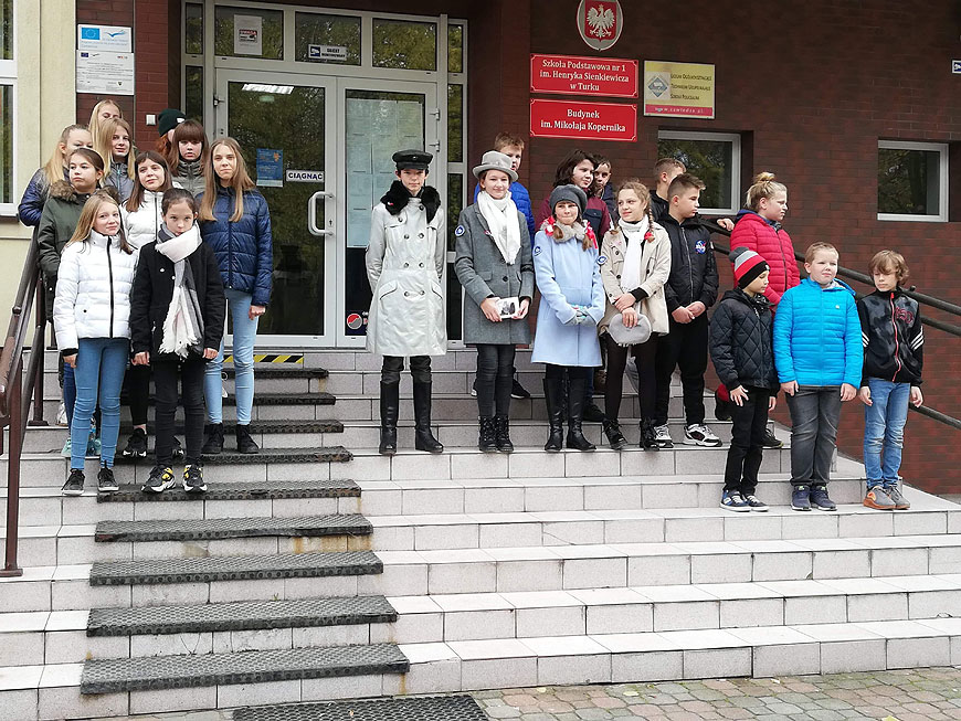 Józef Piłsudski z rodziną znowu przejechał ulicami Turku