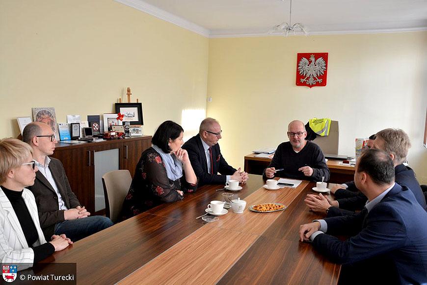 Starosta i burmistrz na naradzie kryzysowej w związku z pożarem w PROFIm - foto: Starostwo Powiatowe w Turku / UM Turek