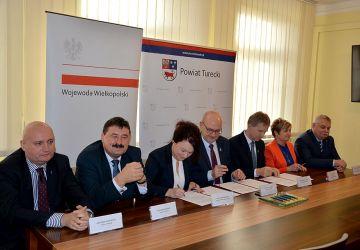 Umowa na dofinansowanie do zakupu sprzętu dla Szpitala w Turku - foto: Powiat Turek