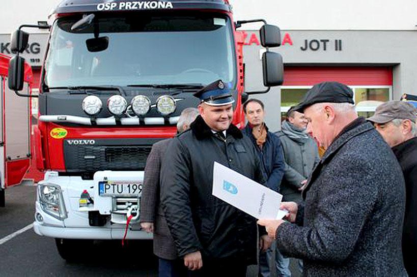 Nowy wóz ratowniczo-gaśniczy dla OSP Przykona - foto: UG Przykona