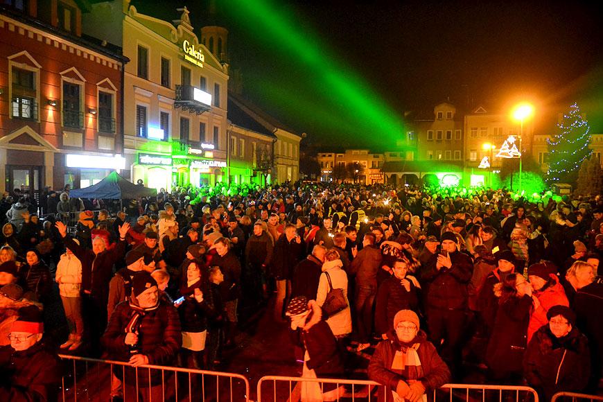 Skromnie ale radośnie turkowianie powitali w rynku Nowy Rok 2020 - foto: MS