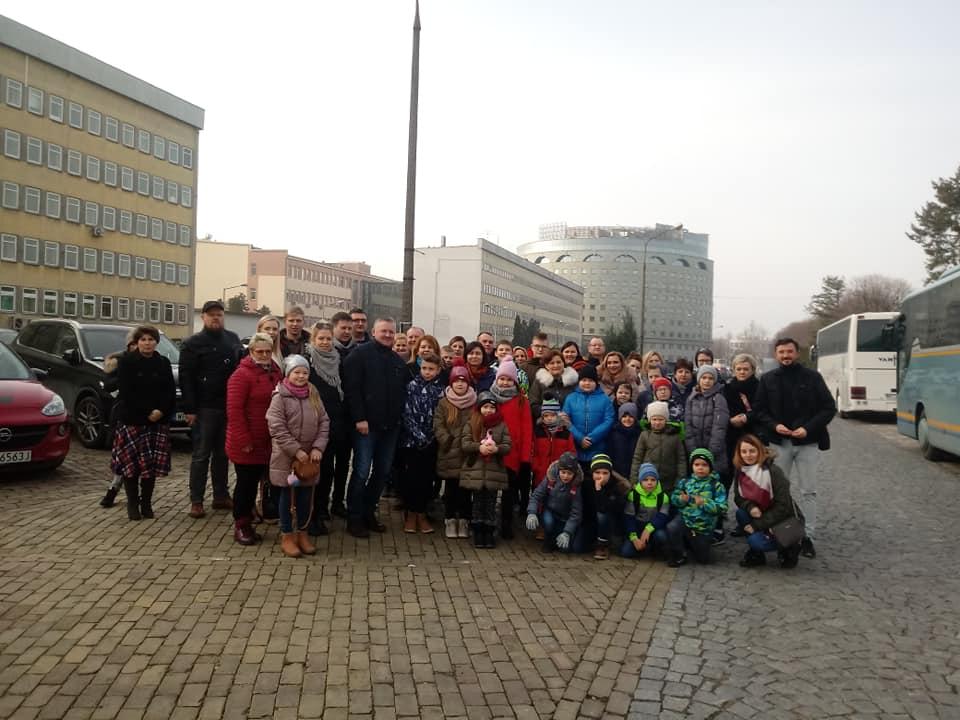 Mieszkańcy Wyszyny zwiedzali TVP - fot. UG Władysławów