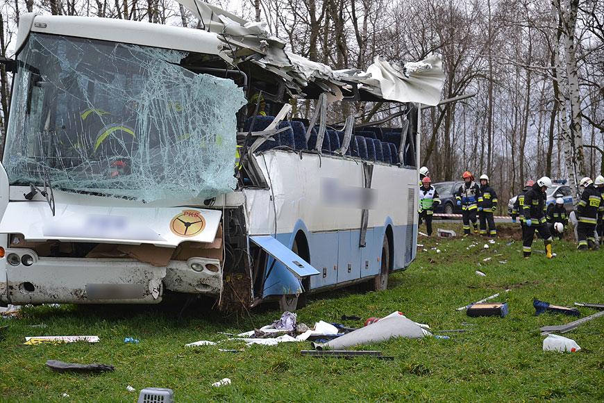 Wideo: Wypadek autobusu z dziećmi w Kaczkach Plastowych. Są poszkodowani. - fot. Turek.net.pl