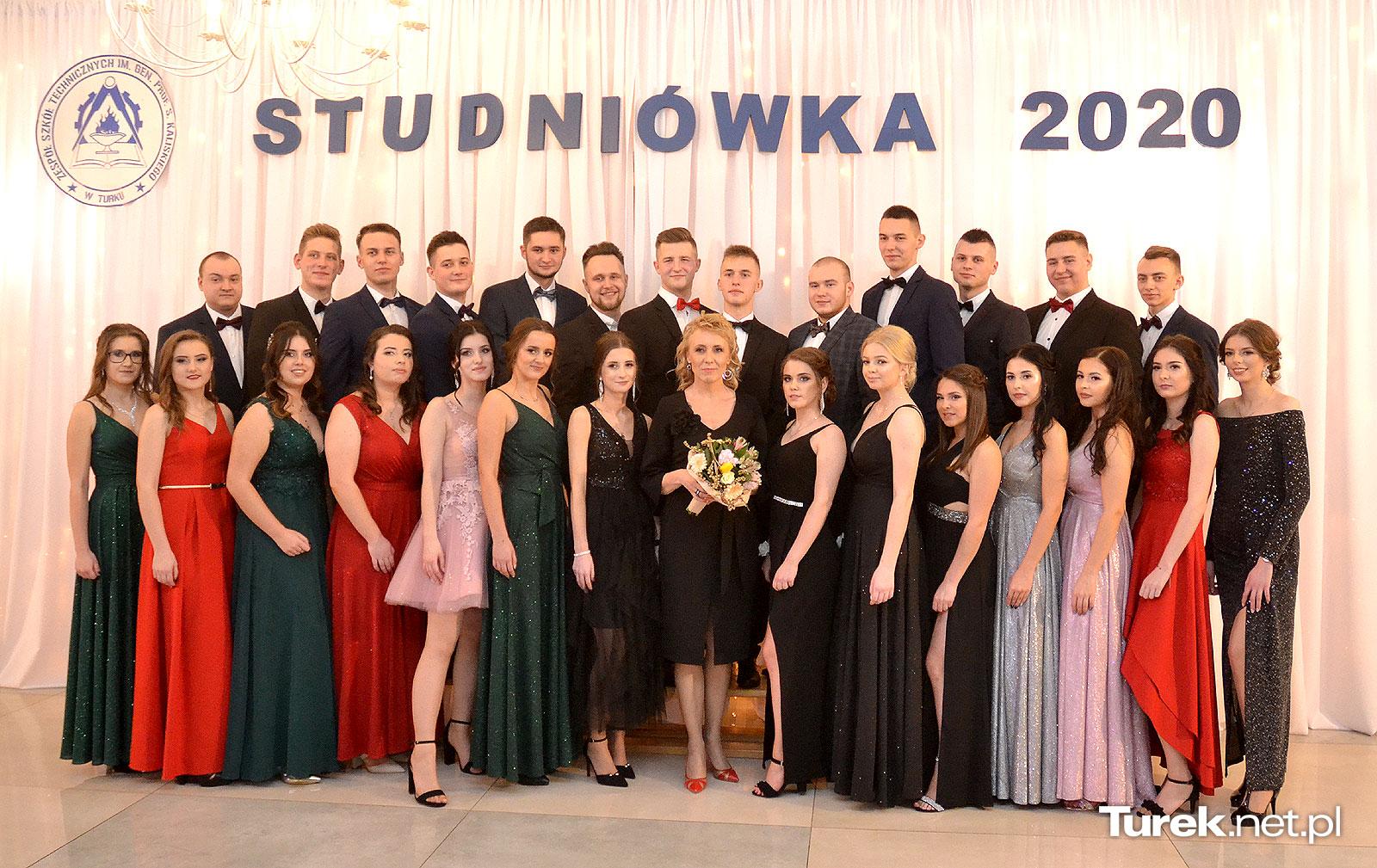 Oto klasy maturalne Zespołu Szkół Technicznych. Młodość, piękno i szyk - fot. Turek.net.pl
