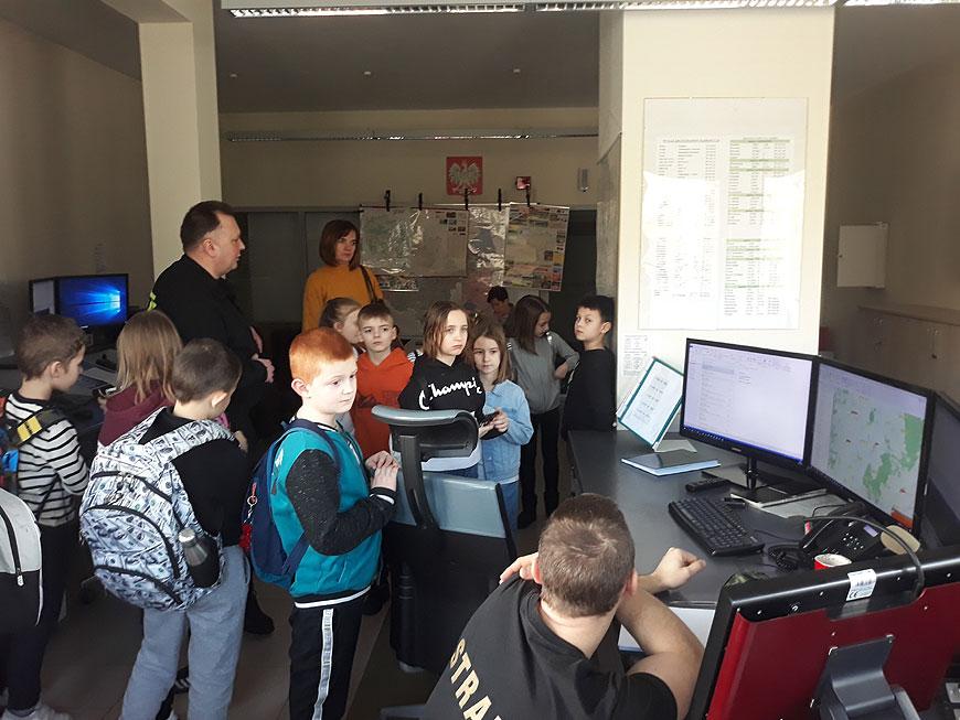 Młodzi uczniowie SP5 z wizytą w PSP Turek