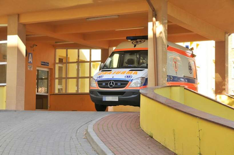 Chory na astmę z objawami koronawirusa w szpitalu w Turku. Nie poinformował pogotowia o kontaktach z osobami zagranicy.