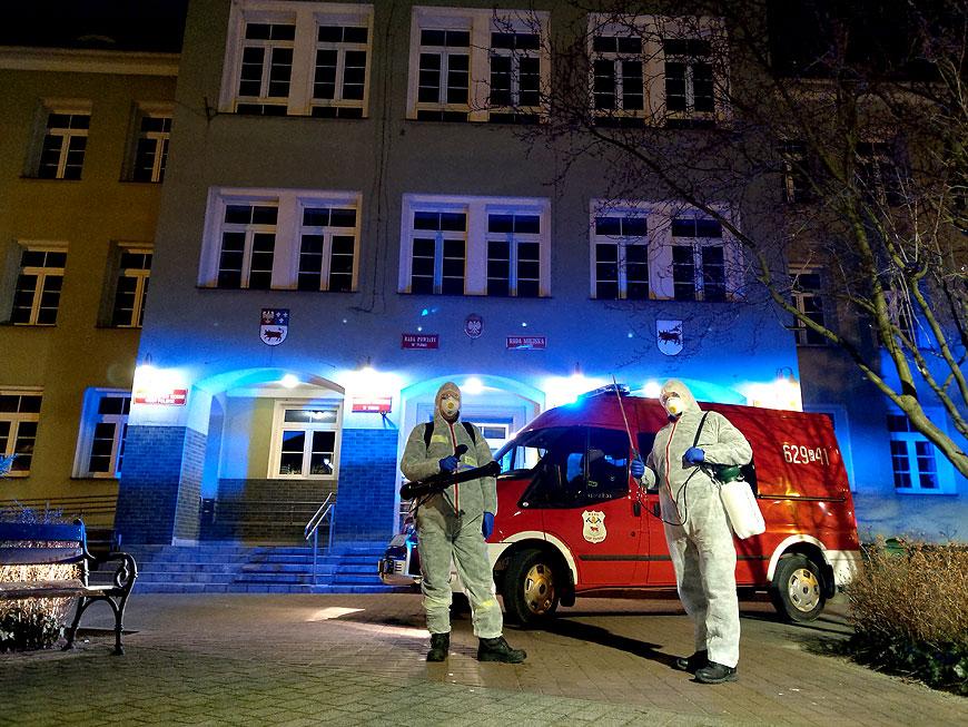 Strażacy z OSP Turek odkażają miasto. Liczą na pomoc lokalnej społeczności