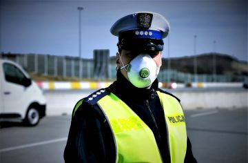 W weekend policjanci nałożyli 32 mandaty....