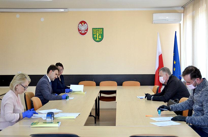 Podpisano umowę na budowę drogi w sołectwie Skarżyn-Kolonia