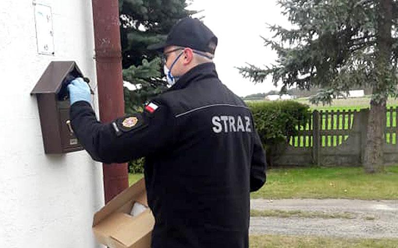 Gmina Przykona zabezpieczyła mieszkańców w maseczki ochronne - fot. OSP Smulsko