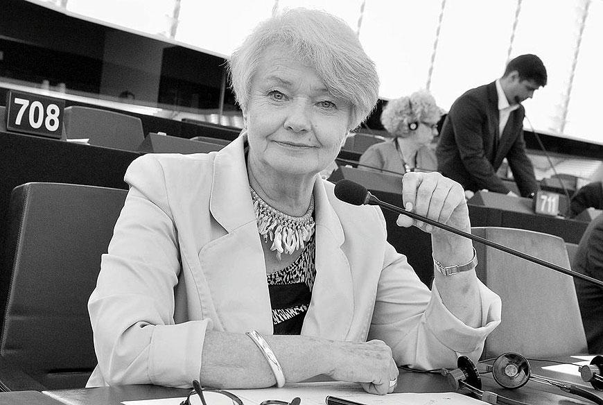 Listy do redakcji: Zmarła Krystyna Łybacka