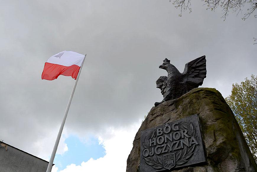 Przedstawiciele władz symbolicznie upamiętnili dzień flagi oraz rocznicę podpisania Konstytucji 3 Maja.