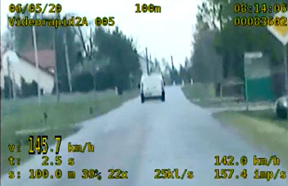 Wideo: Pędził 145 km/h w terenie zabudowanym z sądowym zakazem prowadzenia pojazdów. Pirat zatrzymany!