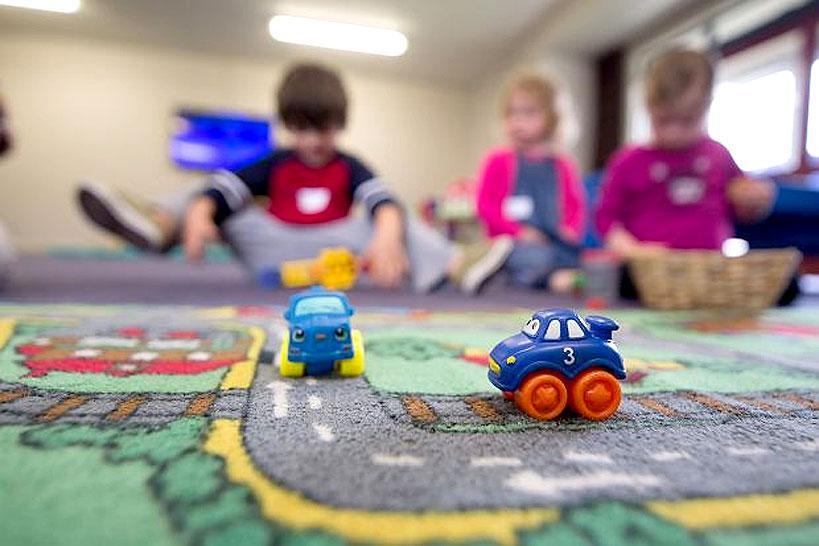 Decyzje kolejnych samorządów co do działalności przedszkoli i bibliotek