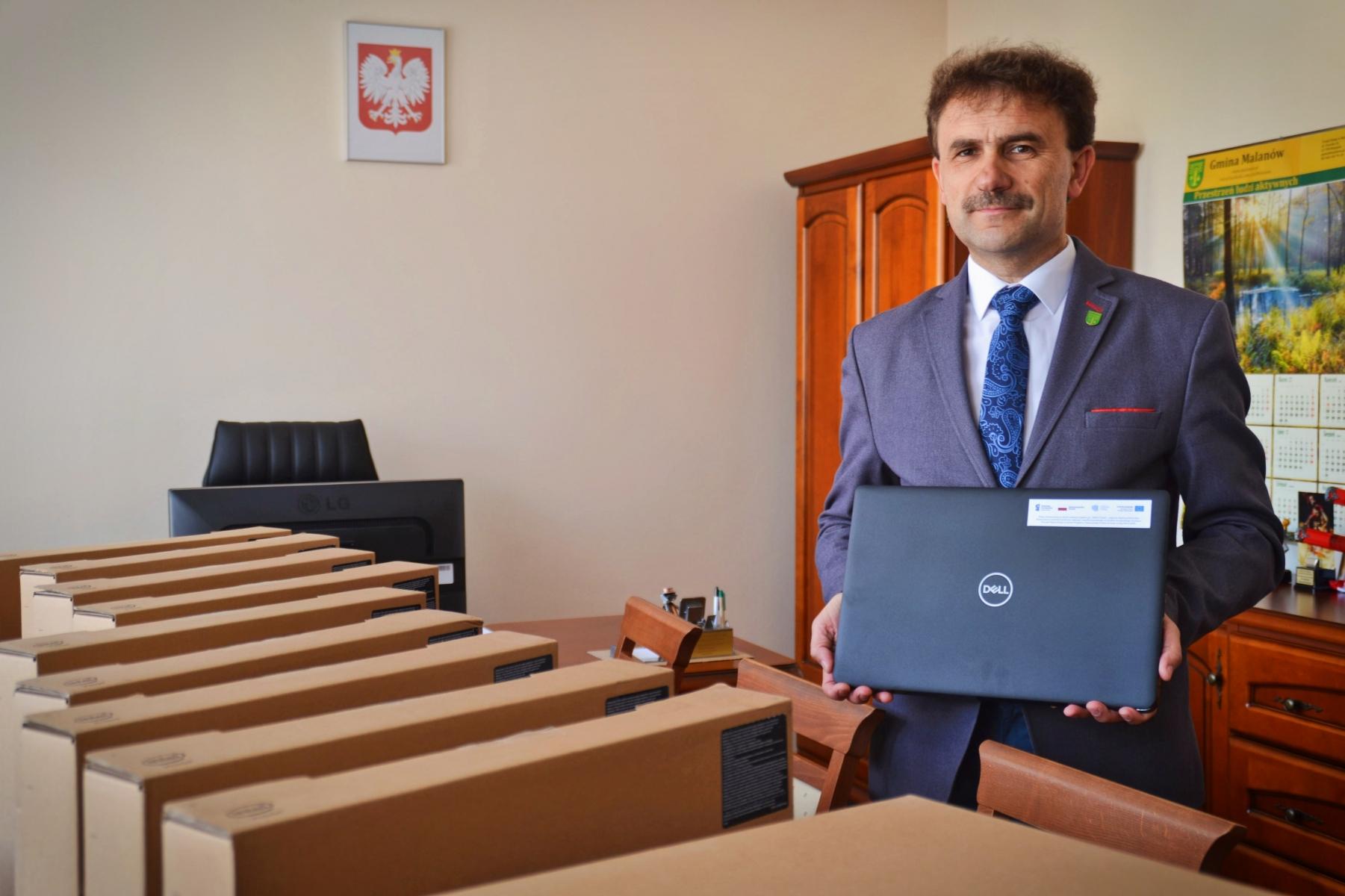 Gmina Malanów otrzymała wsparcie 60 tyś zł na program Zdalna Szkoła
