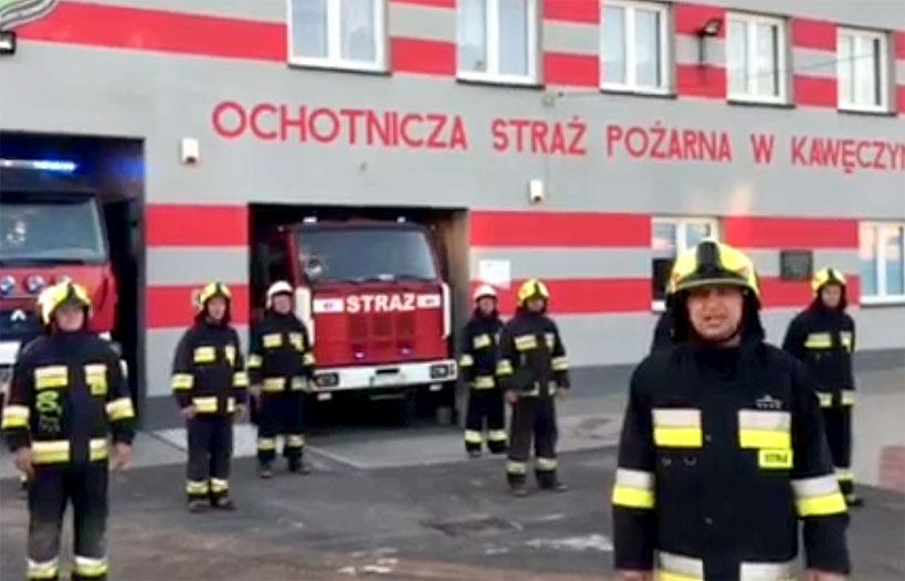 OSP Kawęczyn pompuje w ramach #GaszynChallenge.