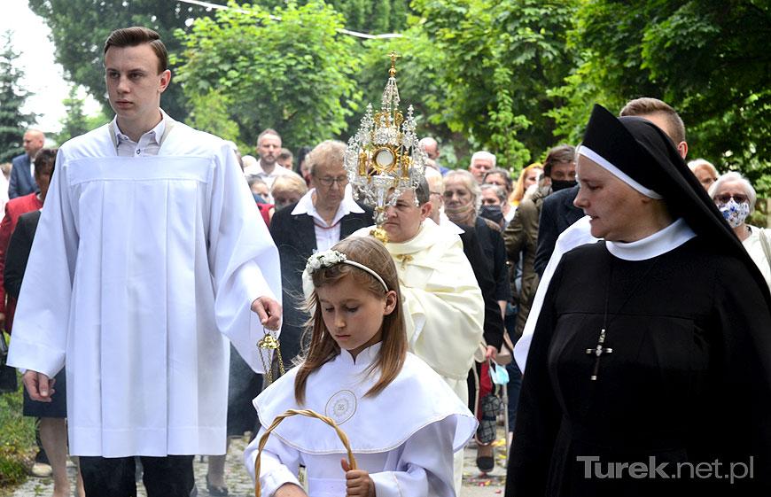 Liczna procesja Bożego Ciała mimo skromnej oprawy w parafii NSPJ w Turku