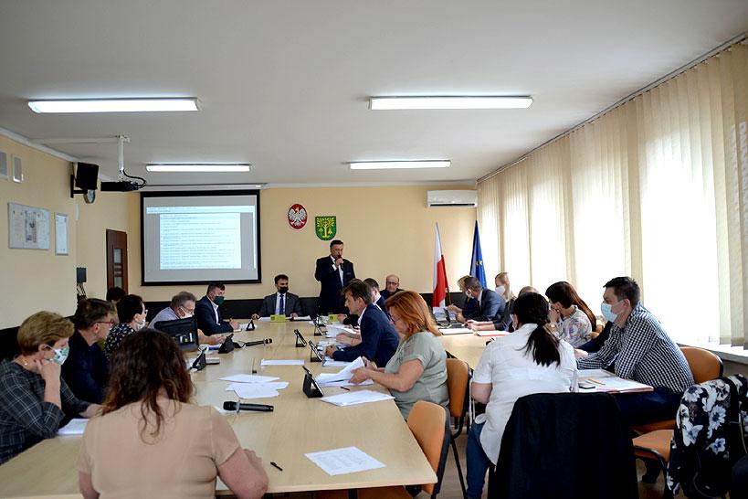 Radni przyjęli sprawozdania podczas XVII sesji Rady Gminy Malanów.  - fot. UG Malanów