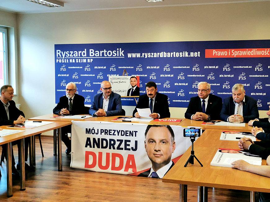 Powołali komitet poparcia dla Andrzeja Dudy - fot. FB Ryszard Bartosik
