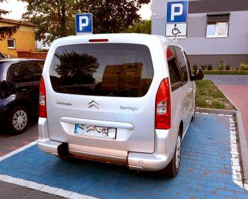 Parkował na miejscach dla niepełnosprawnych bez...