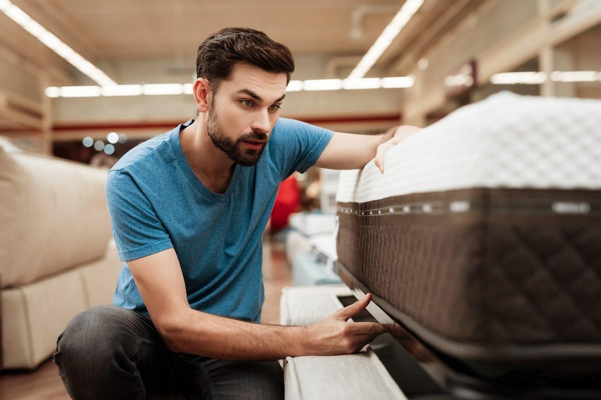 Grupa Hilding Anders międzynarodowy innowator w produkcji łóżek i materacy radzi czym kierować się przy wyborze materaca