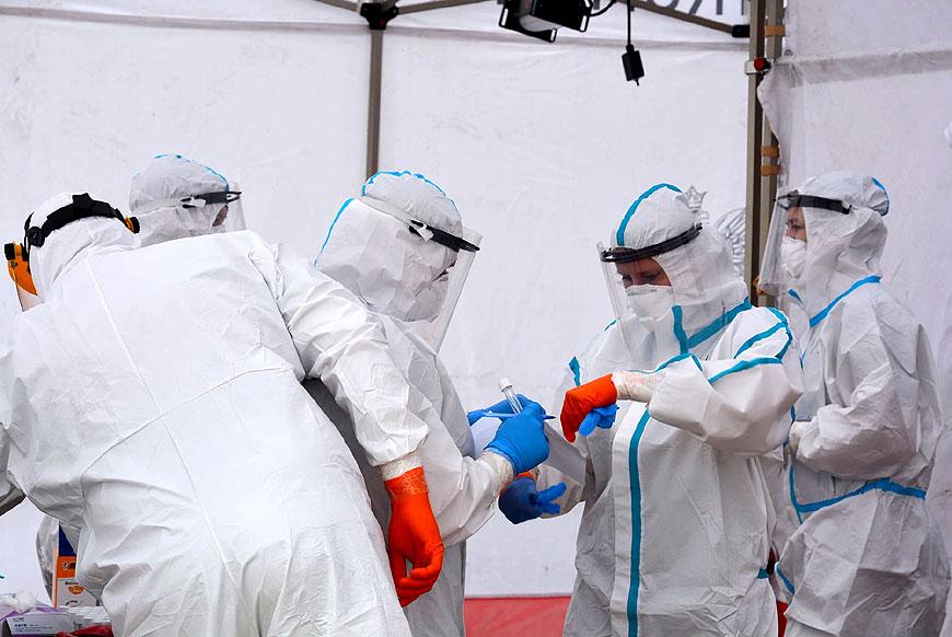 Dwie kobiety z dodatnim wynikiem na SARS-CoV-2.