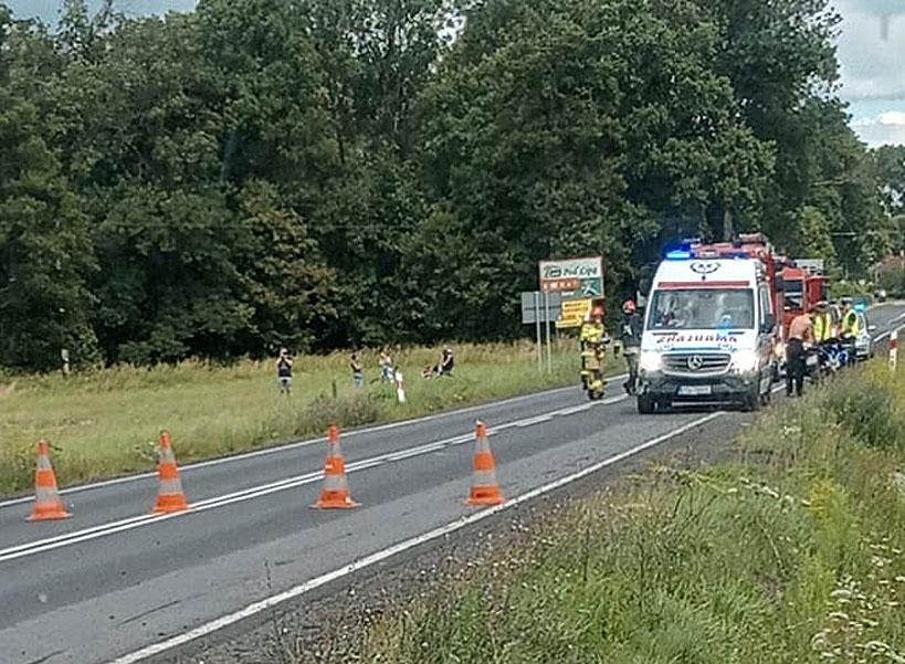 Wypadek motocykla pod Grzymiszewem. Pasażerka przewieziona do szpitala. - fot. nadesłane przez Czytelnika