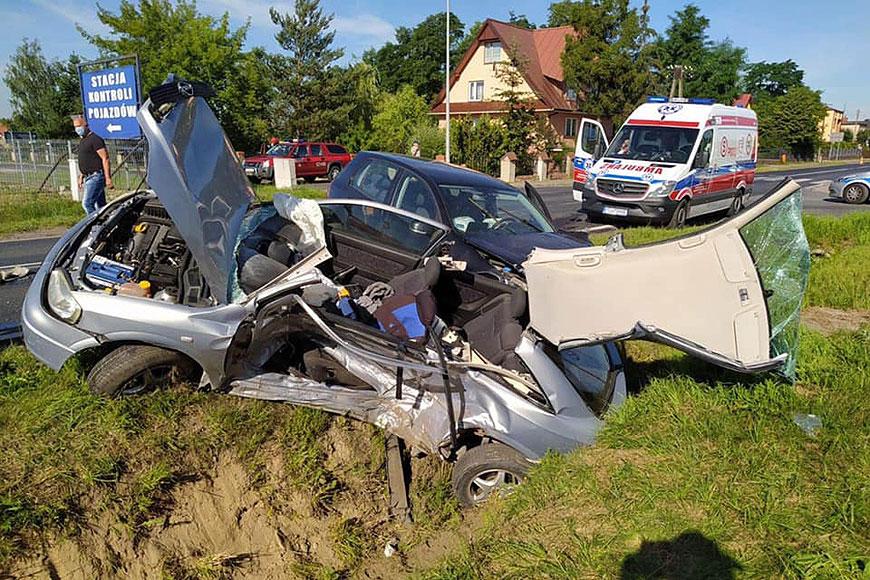 Śmiertelny wypadek w Laskach.  Nie żyje 24-letni kierowca - fot. nadesłane przez Czytelnika