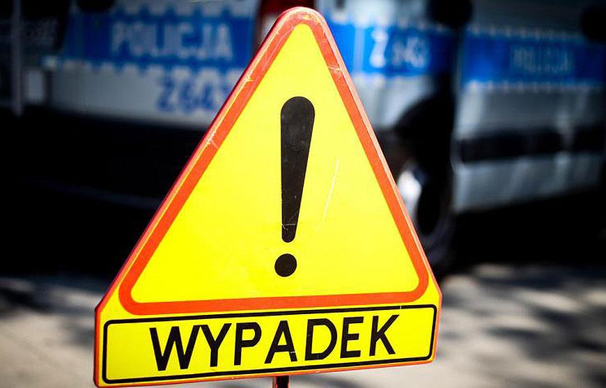 Śmiertelny wypadek na drodze krajowej 83 w Kaczkach Śr. Nie żyje 63-letni mężczyzna