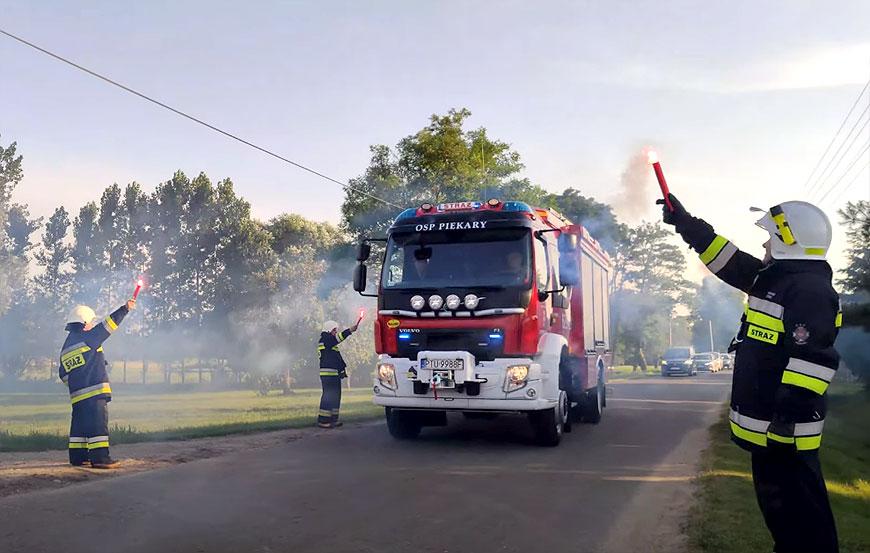 Wideo: Wielka feta na powitanie nowego wozu strażackiego w OSP Piekary.  - fot. screenshot Youtube.com