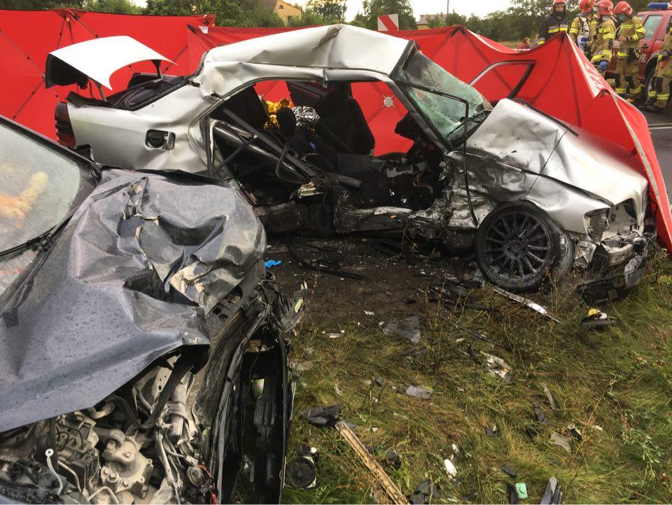 Wideo: Śmiertelny wypadek pod Tuliszkowem. Jedna osoba nieprzytomna, trzy zabrane do szpitala. - fot. OSP Tuliszków