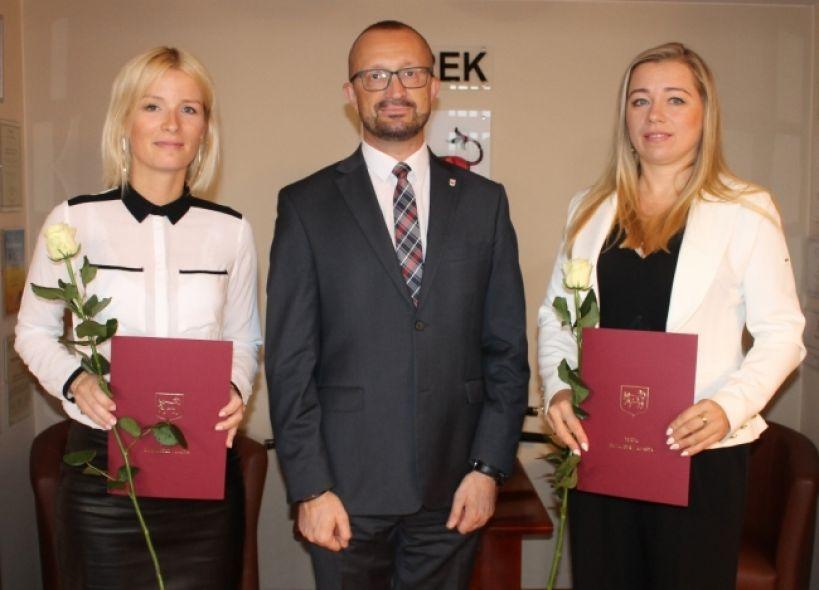 Kolejni nauczyciele mianowani w placówkach edukacyjnych Turku - fot. UM Turek