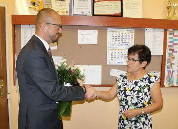 Po 41 latach pracy dyrektor SP4 Maria Kukulska...