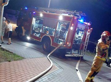 Pożar baraku przy Sportowej. Spłonął sufit i dach