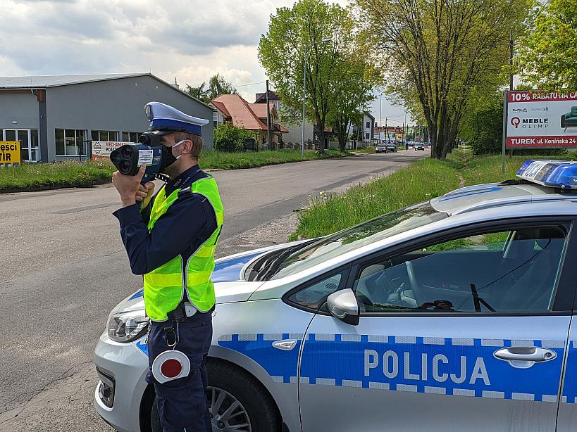 Policjanci zatrzymali 7 praw jazdy za przekroczenie prędkości.