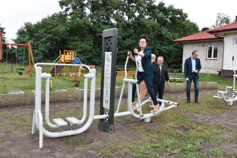 Gmina Władysławów dba o kondycję mieszkańców. W Małoszynie powstała siłownia