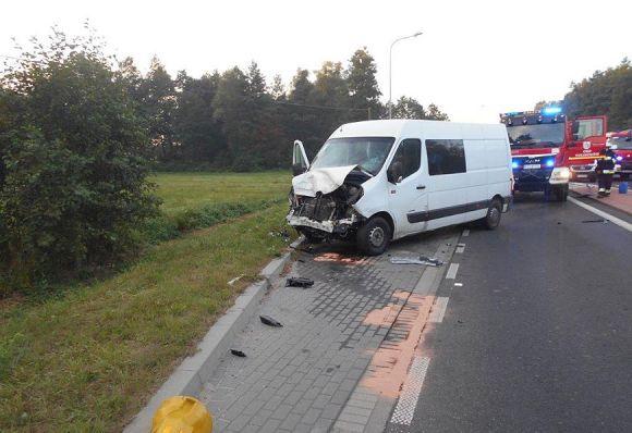 Tuliszków: Śmiertelny wypadek w Kiszewach. Zderzył się dostawczak z osobówką.
