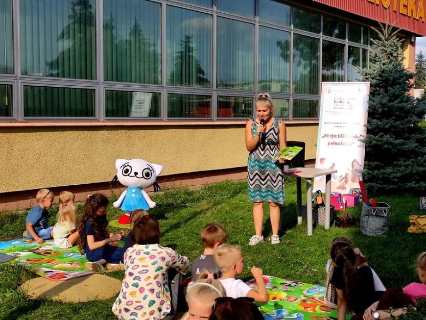 Szalone zabawy z Kicią Kocią przy Miejskiej Bibliotece Publicznej w Turku