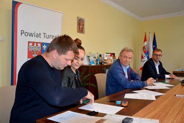 Umowa na nowy chodnik w Chylinie podpisana