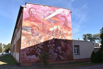 Mural upamiętniający Bitwę Warszawską powstał...