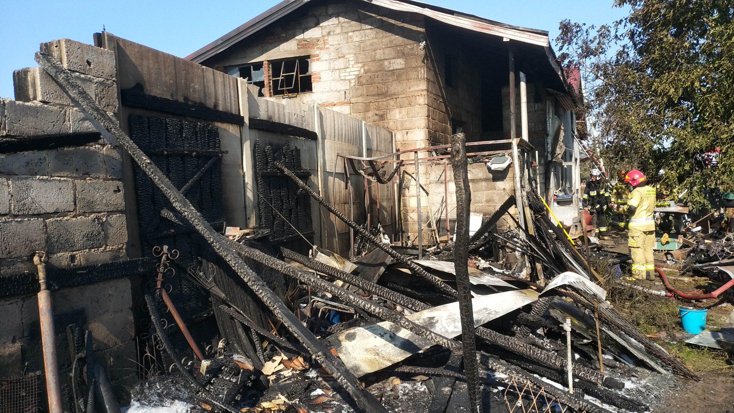 Pożar budynków gospodarczych i mieszkalnego w Zadwornej