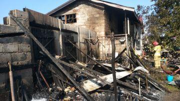 Pożar budynków gospodarczych i mieszkalnego w...