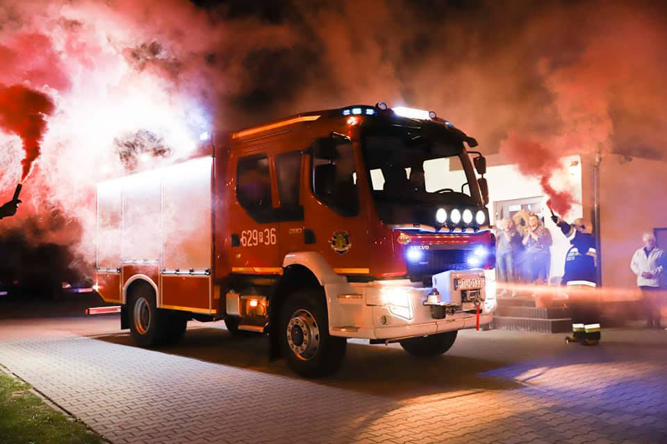 Nowy wóz ratowniczo-gaśniczy już w OSP Kotwasice