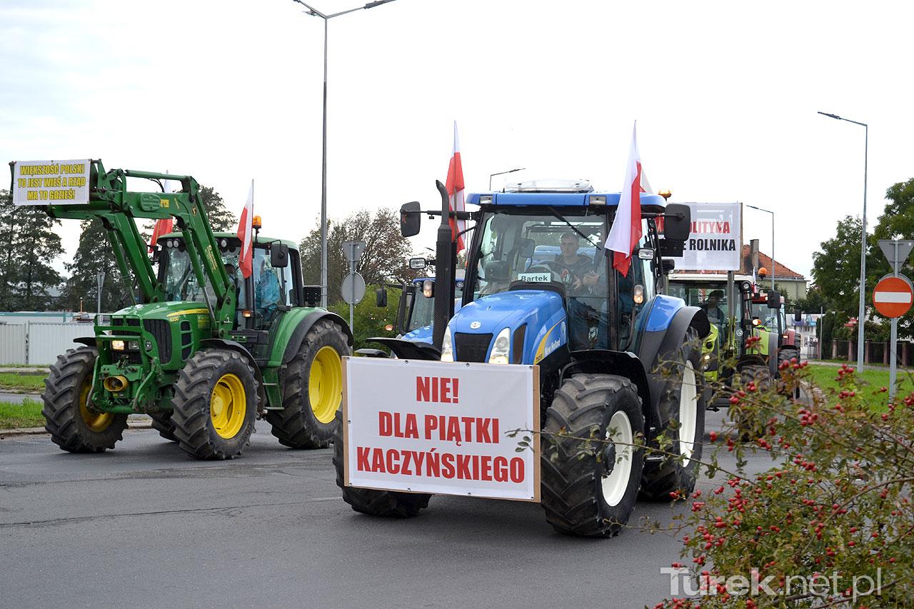 Protest rolników w Turku w spokojnej atmosferze. Nad zwiększonym ruchem panowali policjanci.